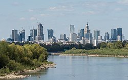 Śródmieście Warszawy widziane z mostu Siekierkowskiego 2020.jpg