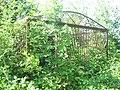 Єврейське кладовище Дрогобич могила у клітці.jpg