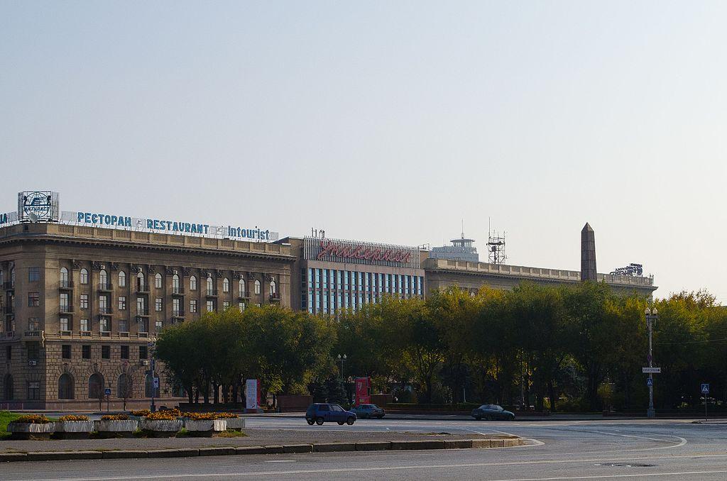 Площадь Павших Борцов 001.jpg