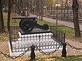 Пушка возле памятника Героям 1812 года 2.JPG