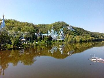 Свято-Успенская Святогорская Лавра на берегу р. Северский Донец.jpg