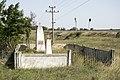 Чистополье. Братская могила советских воинов возле путепровода под жд. С видом на жд.jpg