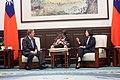 蔡英文總統與美國聯邦眾議員畢廷澤談話.jpg