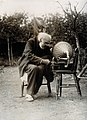 1921-09-13 Aldershot Isaac Lamb 103 years old and gramophone.jpg