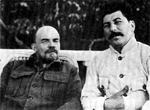 Economy of the Soviet Union - Image: 19220901 lenin stalin at gorki