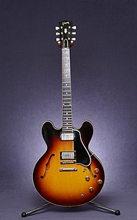 Gibson ES-335 type of guitar