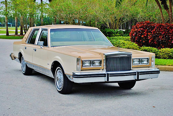 1984 Lincoln Town Car 1980 Continental Is Similar Except For Badging