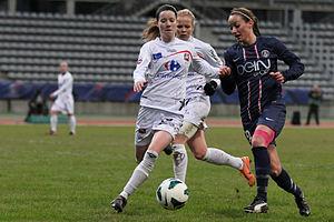Kosovare Asllani - Asllani (R) playing for PSG against FCF Juvisy in December 2012