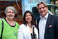 2014-05-24 Wikipedia Norddeutschland, Uelzen, (072) Gruppenbild auf dem Wochenmarkt.jpg