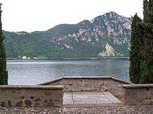 Sagrato della chiesa di Santa Maria dei Ghirli e il Monte San Salvatore