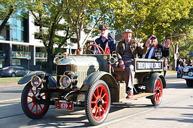 ANZAC Day Parade 2013 in Melbourne - 8679112665.jpg