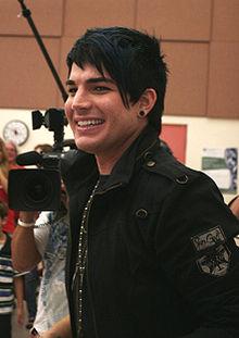 Lambert tại Trường Trung học Mount Carmel, ngôi trường anh đã theo học, là một phần trong quá trình biểu diễn tại American Idol tháng 5 năm 2009