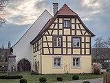Adelsdorf Schloss Innenhof 2180408.jpg