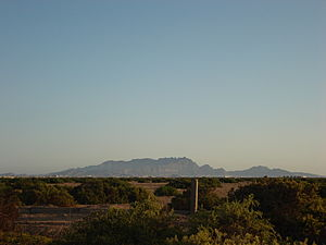 Crater (Aden) - View of Crater district (Shamsan Mountains) from Al-Alam area