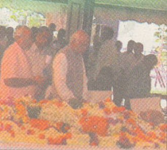 Dattopant Thengadi - Lal Krishna Advani (first from right) and Narendra Modi (first from left) giving tribute to Dattopant Thengadi.