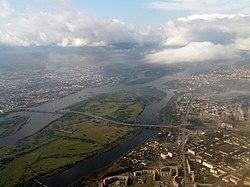 Татышев остров и Октябрьский мост с высоты птичьего полёта