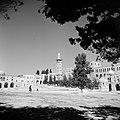 Al Haram esh-Sharif - Tempelberg. Omringende bebouwing met links een minaret en , Bestanddeelnr 255-5418.jpg