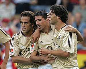 Ali Karimi - Karimi with Roy Makaay and Michael Ballack during a friendly game against Persepolis in 2006