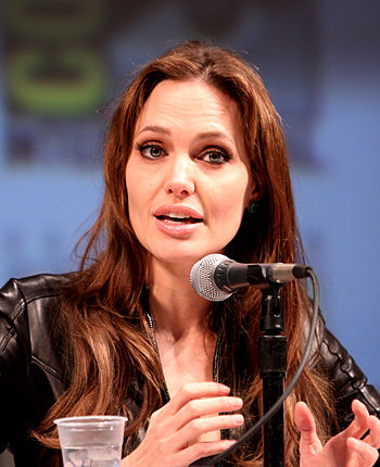 English: Angelina Jolie at the 2010 Comic Con ...