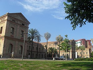 Antiguo hospital mental en santa creu-barcelona - panoramio.jpg