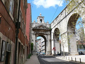 Águas Livres Aqueduct - Aqueduct and commemorative arch in the Amoreiras neighbourhood.