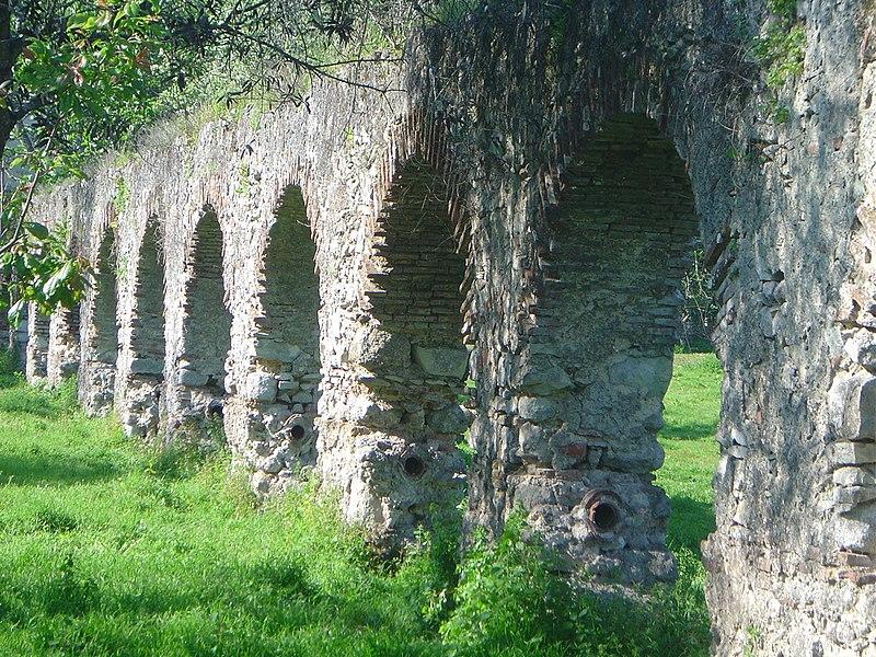 Image:Aqueduto do Louriçal.JPG