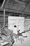 atelier ton mooij met beeldhouwer aan het werk - amersfoort - 20001958 - rce