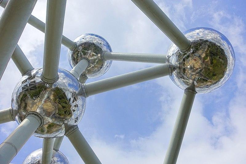 File:Atomium - Brussels, Belgium - DSC07678.jpg
