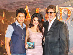 A photograph of Jacqueline Fernandez, Amitabh Bachchan and Riteish Deshmukh at an event for the film Aladin.