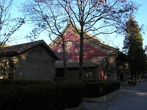 Bailin Temple (Beijing) - A view of the inner yard, with original buildings and pingfang