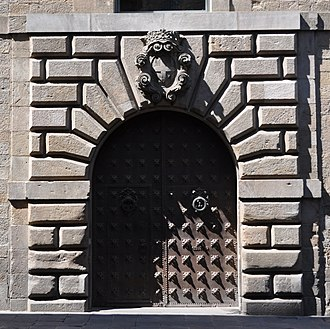Keystone (architecture) - Image: Barcelona. Generalitat Palace. Door to Carrer del Bisbe. C. 1638. Pere Pau Ferrer, architect. (18966422650) (cropped)