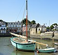 Bateau de pêche breton dans le petit port fluvial de la rivière d'Auray, ici en aout 2018 c.jpg