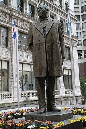 Benito Juárez (Martinez) - The statue in Chicago in 2014