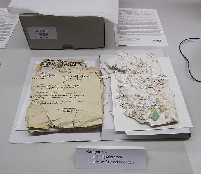 File:Besuch Kölner Dreigestirn im Historischen Archiv der Stadt Köln -9712.jpg