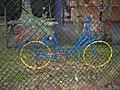 Blaues Fahrrad hinter Gittern... - panoramio.jpg