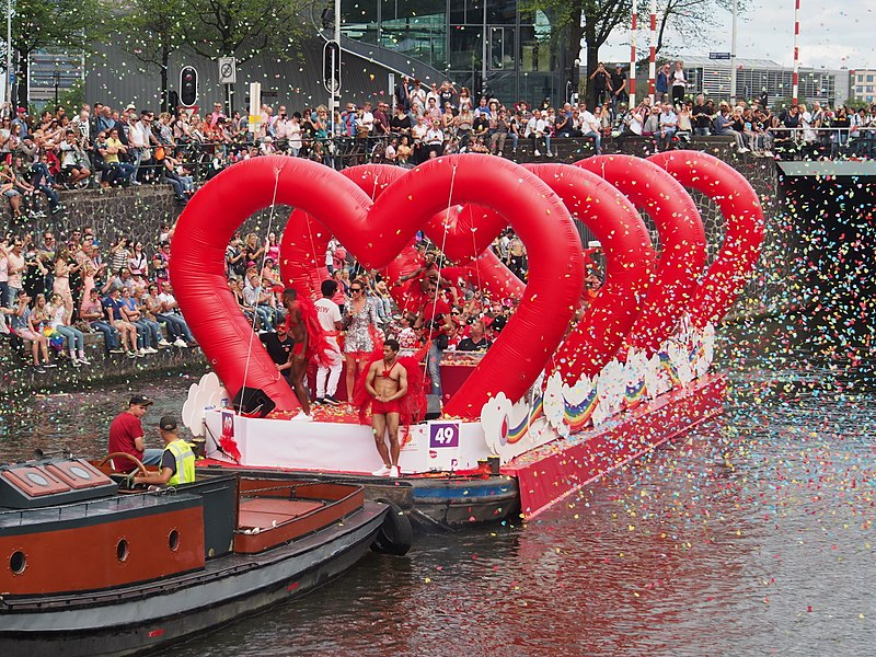 File:Boat 49 Vodafone, Canal Parade Amsterdam 2017 foto 1.JPG