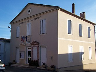 Bouglon - The town hall in Bouglon