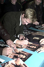 Pitt signing autographs, Dec. 2001