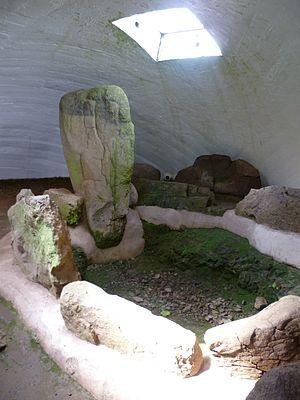 Prehistoric Scotland - Bronze-age burial cist, Cairnpapple West Lothian