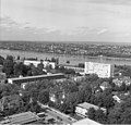Bundesarchiv B 145 Bild-F025359-0010, Bonn, Blick vom Hochhaus im Tulpenfeld.jpg