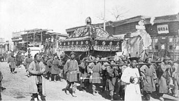 Bundesarchiv Bild 137-009055, Leichenzug in Peking.jpg