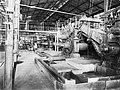COLLECTIE TROPENMUSEUM Interieur van de Suikerfabriek Djatiroto met molenbatterij TMnr 10011763.jpg