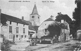 Carte postale ancienne du centre du village.