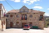 Cabezón de la Sierra casa consistorial.jpg