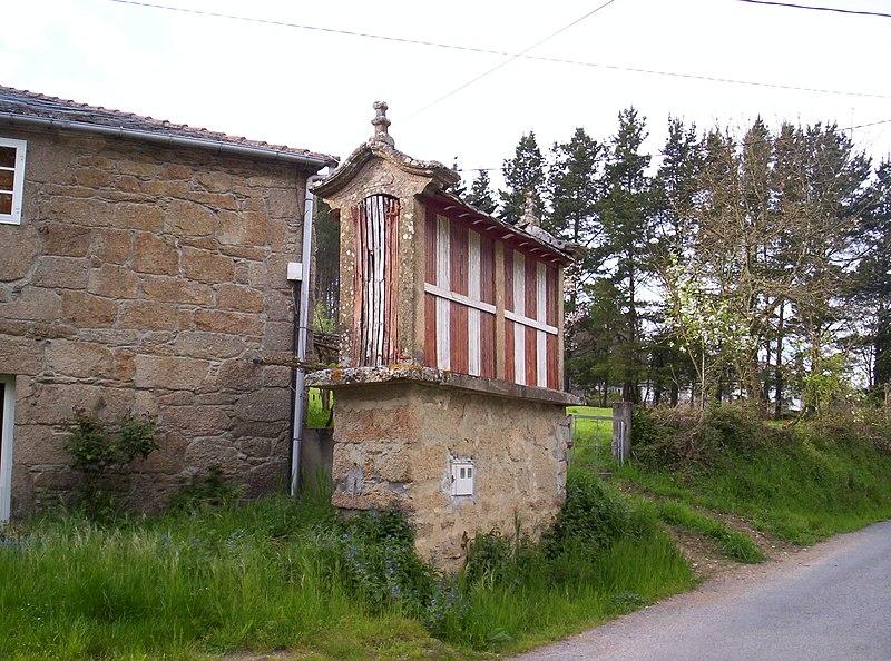 File:Cabozo Horreo Provincia Lugo.JPG