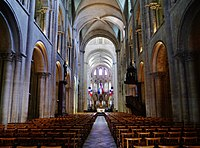Caen Abbaye aux Hommes Église Saint-Étienne Innen Langhaus Ost 2.jpg