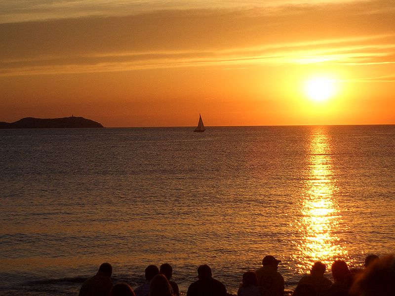 File:Cafe del mar sunset (14215019).jpg