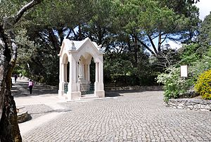 Our Lady of Fátima - Statue dedicated to the apparition of Our Lady which occurred exceptionally in Valinhos, near the Cova da Iria.