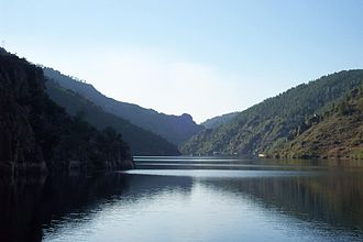 Sil (river) - The Sil Canyon as seen from the river