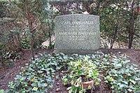 Carl Dahlhaus - Friedhof Nikolassee - Mutter Erde fec.JPG